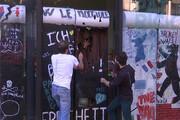 فیلم | دیوار شکلاتی در پاریس فرو ریخت