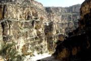 فیلم | لحظهای خارقالعاده از سقوط آبشار در تنگه هایقر در فیروزآباد فارس