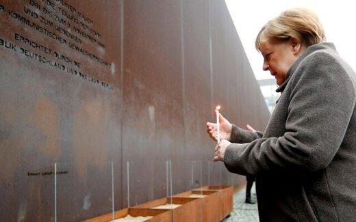 درخواست مرکل در کنار دیوار برلین