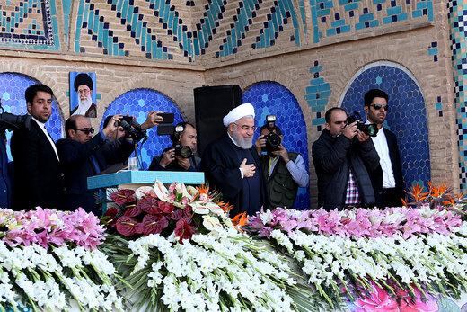 روحاني : اكتشاف حقل نفط جديد باحتياطات تقدر بـ 53 مليار برميل