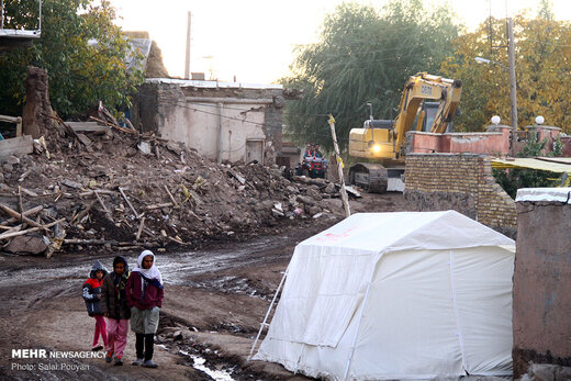 تصاویری از آخرین وضعیت زندگی زلزلهزدگان شهر میانه