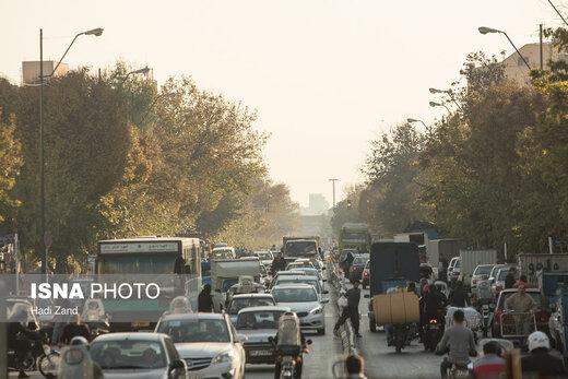 چرا هنوز هم کامیونها در روزهای آلوده تهران تردد میکنند؟