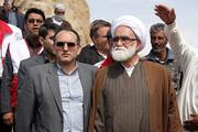 فیلم | حضور حجت الاسلام والمسلمین معزی در مناطق زلزلهزده به نمایندگی از رهبر انقلاب