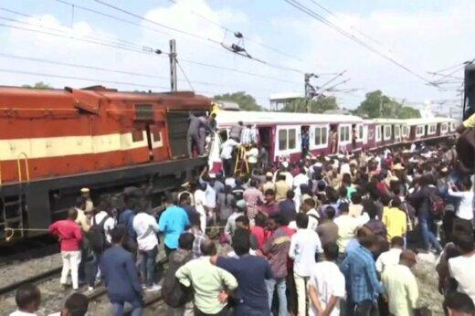 فیلم | شاخ به شاخ دو قطار مسافربری در هند