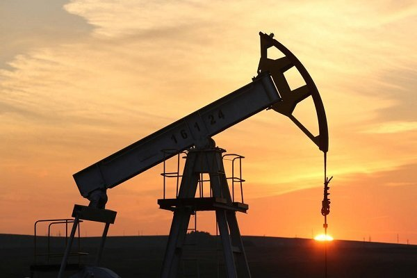 ایلنا نوشت: عضو کمیسیون انرژی مجلس گفت: زمان تنظیم بودجه سال آینده باید در خصوص تخصیص سهم شرکت ملی نفت از درآمدها در کمیسیون انرژی بحث شود و این احتمال هست که زمان بودجه بندی در سهم نفت هم تغییراتی بوجود آید.