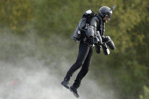 فیلم   رکورد سرعت پرواز با جتپک شکست شد