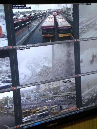 مسدود شدن دو خط اتوبوسرانی بر اثربارش برف/ تصاویر