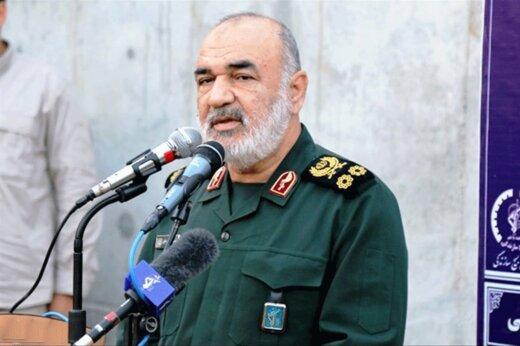 فرمانده کل سپاه: یک تار موی بسیجی به اندازه تمام موشکهایی است که ما انباشته کردیم/دشمنان در اغتشاشات اخیر، غافلگیر شدند