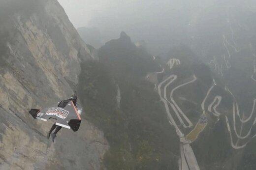 فیلم | پرواز با سرعت ۳۸۵ کیلومتر، فقط با یک لباس بالدار!