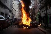 فیلم | تخریب پورشه و فراری توسط مردم فرانسه در یک سالگی جنبش جلیقه زردها