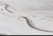 بارش برف گردنه عسلکشان شهرستان کوهرنگ را بست