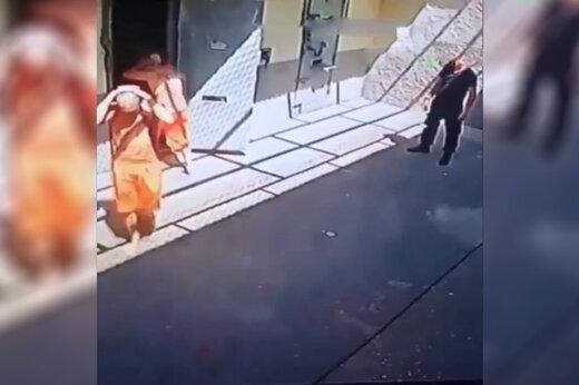 فیلم | گروگان گرفتن نگهبان زندان در برزیل