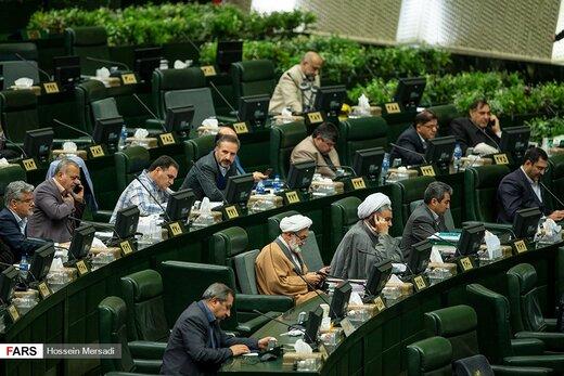 مجلس در روز منتفیشدن طرح رسیدگی به افزایش قیمت بنزین