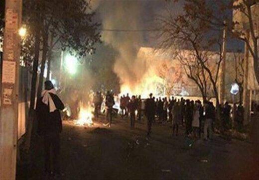 ببینید | نکته مهم اعتراضات بنزینی: آنهایی که از پشت چاقو خوردند و ماموران پلیسی که هدف گلوله قرار گرفتند