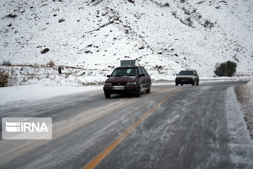 بارش برف در بیشتر محورهای کردستان