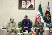 قائدا الجيشين الإيراني والباكستاني يبحثان توسيع التعاون الثنائي