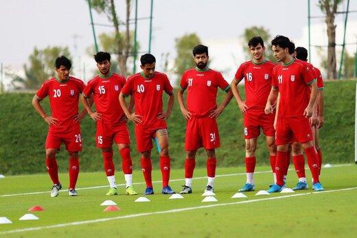 تصویری از ادای احترام اعضای تیم امید به سردار شهید قاسم سلیمانی