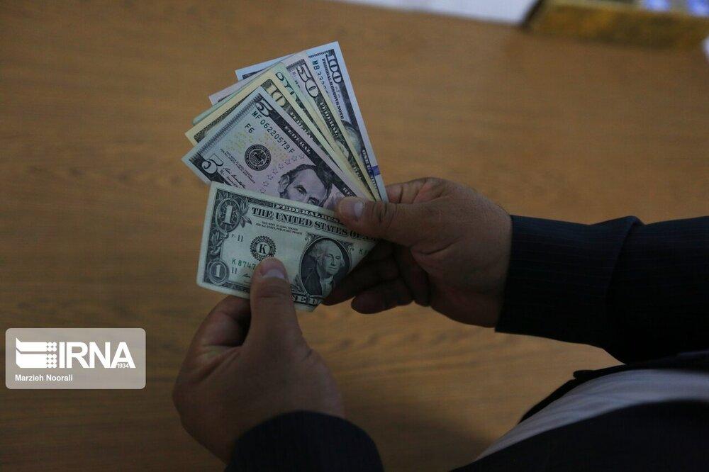 قیمت دلار که تا روز سه شنبه روندی افزایشی را طی کرده بود، در این روز با وضعیتی معکوس مواجه شد.