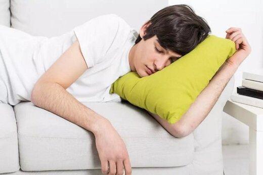 کدام نوشیدنیها به بهبود خواب کمک میکند؟
