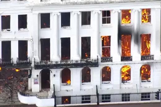 فیلم | هتل بریتانیایی در کام شعلهها فرو رفت!