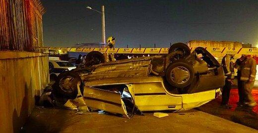 دو کشته در واژگونی پراید در خیابان فرزانه