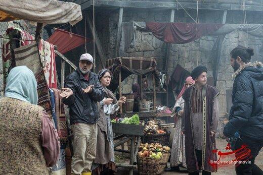 عکس   پارسا پیروزفر و  بوران کوزوم در صحنهای از فیلم «مست عشق»