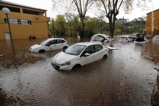 غرق شدن خودروها در سیل فرانسه