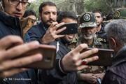 عکس | سلفی فرمانده ارتش با مردم در میدان انقلاب