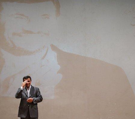 یاران دیروز احمدینژاد، با برائت از  رئیسشان، آماده ورود به مجلس میشوند/آقای وزیر سابق به دنبال صندلی لاریجانی