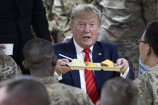 تصاویر | ترامپ ناگهان در افغانستان، از اسکورت طولانی تا شام در سینی پلاستیکی در پایگاه بگرام و اعلام خبر مهم مذاکره با طالبان!