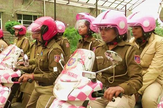 فیلم   گشتزنی پلیس زنان با موتورهای صورتی
