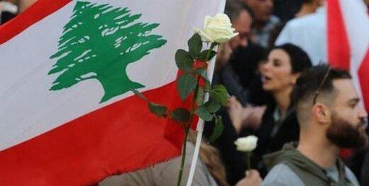 زنان با گل های رز در خیابان های بیروت/عکس