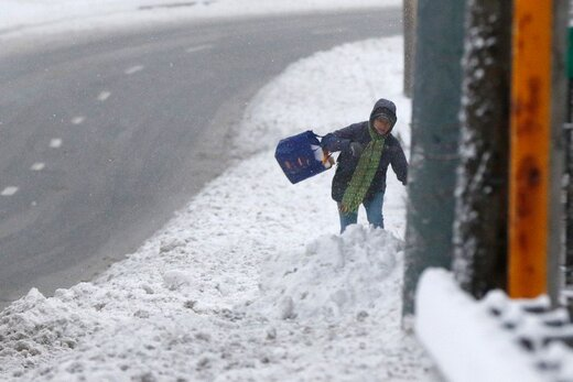 گرفتار شدن مردم آمریکا در برف