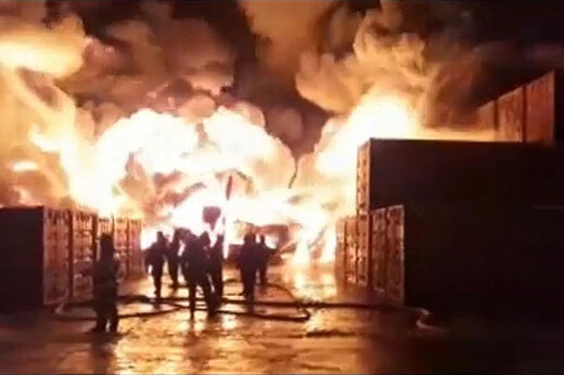 فیلم   آتشسوزی هولناک در بزرگترین انبار صنعتی سنپترزبورگ