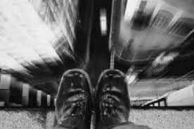 پایان زندگی پسر ۱۸ ساله با پرتاب شدن از پل، در نیمه شب