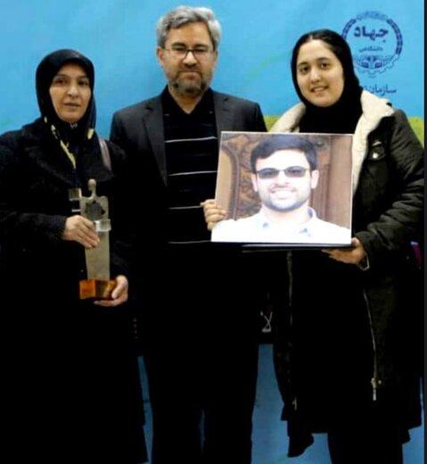 تندیس ملی دانشجوی فداکار به حسین علیمرادی اهدا شد