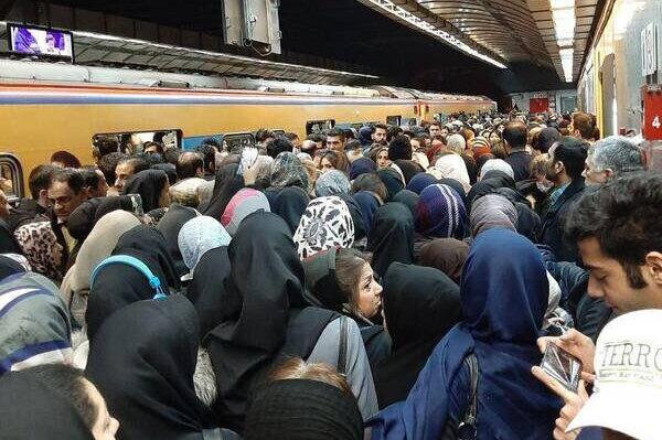 عکس | اختلال در خط یک مترو تهران مسافران را معطل کرد
