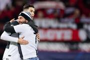 تصاویر | عاشقانههای کریس رونالدو و هوادارش در زمین سبز فوتبال