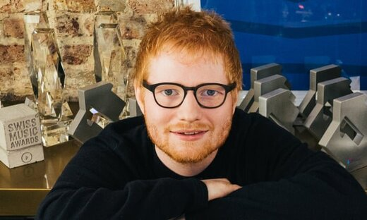 ۷۹ هفته در صدر   خواننده ۲۸ ساله برترین هنرمند دهه بریتانیا شد