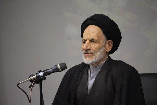 پیشگویی های امام جمعه بیرجند از روی یک تقویم جنجالی شد