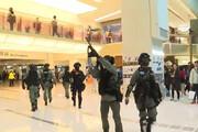 فیلم | معترضان سیاه پوش دو مرکز تجاری در هنگ کنگ را تخریب کردند