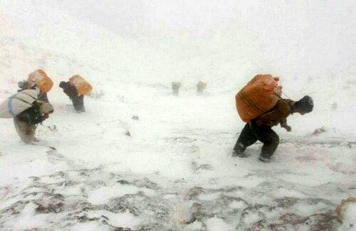 کولبر مفقودی در برف و بوران هنوز پیدا نشده است