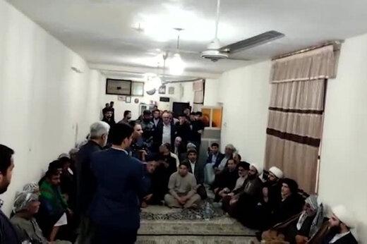 ببینید | گلایه تند مرد ماهشهری به نماینده رهبر انقلاب: کار نیست، حرف هم بزنم، میشوم منافق و با گلوله میزندم