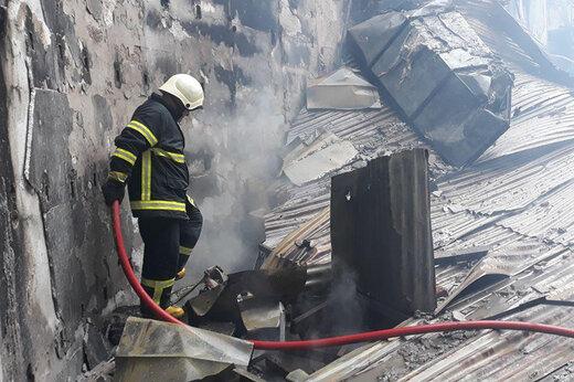 نجات زن جوان از میان آتش و دود/ علت آتش سوزی در دست بررسی