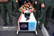 کدام مقامات بلندپایه ارتش در مراسم تشییع پیکر خلبان سانحه سقوط جنگنده میگ-۲۹ حضور داشتند؟