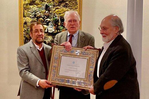 مراسم اعطاء لوح تقدیر دانشگاه تهران به دکتر مکدونالد در آمریکا