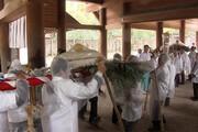 فیلم | اهدای کیک ۴۵۰ کیلویی به یک معبد توسط کشاورزان ژاپنی