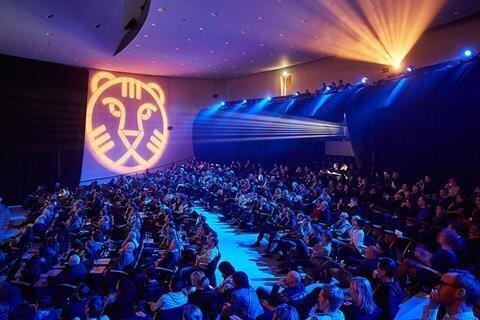 «فیلم فارسی» و «متری شیشونیم» به جشنواره روتردام هلند میروند
