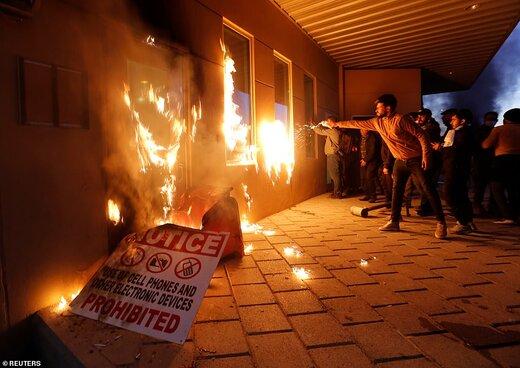 تصاویری که دیلی میل از حمله به سفارت آمریکا منتشر کرده است/حشد الشعبی پایان تحصن را اعلام کرد