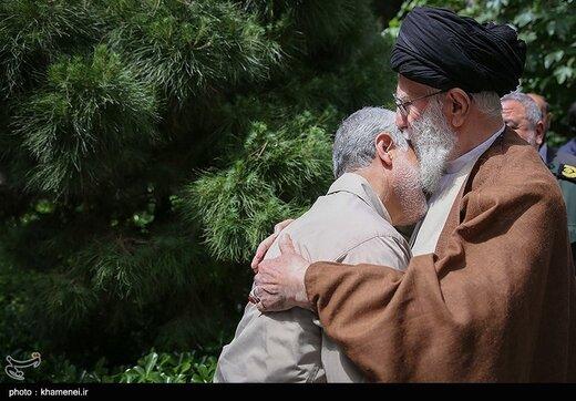 دفن سردار شهید قاسم سلیمانی با عبای نماز شب رهبر انقلاب /اولین عبای رهبری به کدام شهید تقدیم شده بود؟